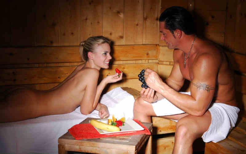 Мужчина баня возбуждается секс бане